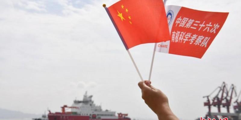 """中国首艘自主建造极地科考破冰船""""雪龙2""""号抵达深圳"""