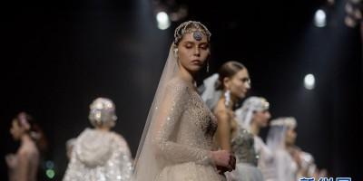 云南一婚纱企业在昆明洲际酒店举行婚纱T台秀