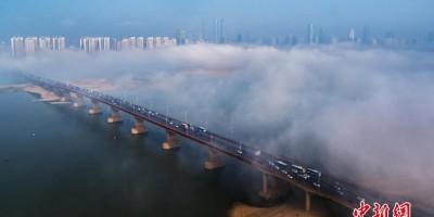 南昌出现大雾天气 江面宛如仙境