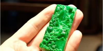 纯天然翡翠阳绿满色山子挂坠