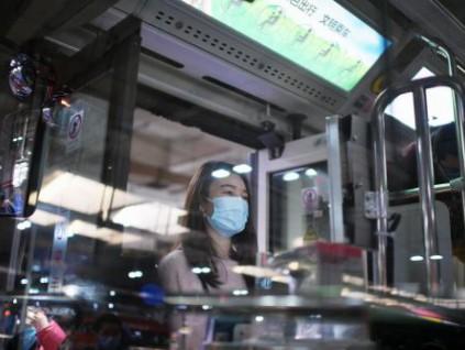 快速智能测温仪率先广州上岗 解决手动测温慢的问题