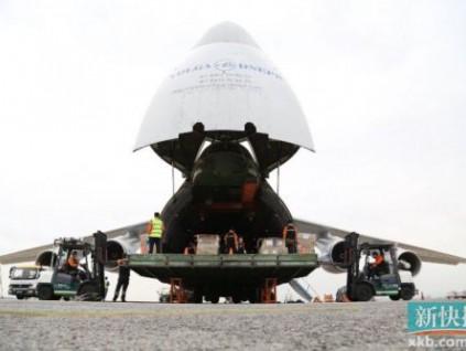 世界第二大运输机空降白云机场 将运走384万个口罩