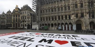比利时布鲁塞尔巨幅海报为抗击疫情加油
