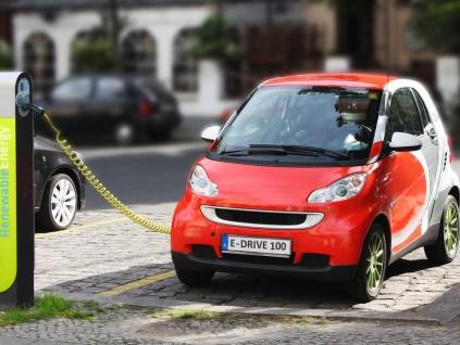中国制定三项电动车强制性国家标准明年起实施