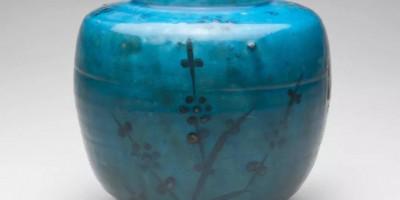 孔雀蓝釉:釉光华丽 品种丰富多彩