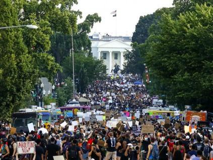 白宮前人潮看不到盡頭!華府爆史上最大規模示威