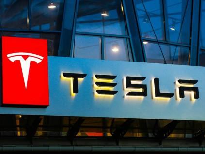 中国市场电动车销量冠军 特斯拉股价逼近1000美元