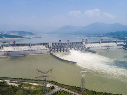 极端气候带来超级洪水 三峡大坝如何抵御世纪洪峰