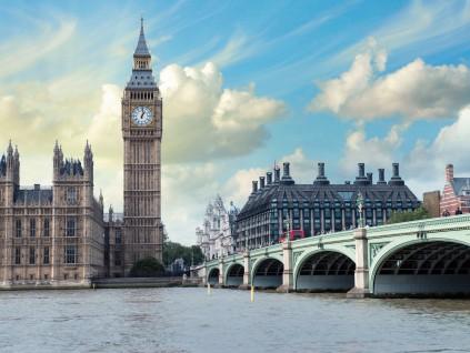 英国经济遭遇1979年以来最严重季度衰退