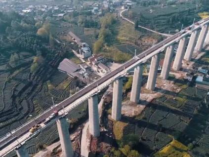 中国上半年铁路固定资产投资完成3258亿人民币