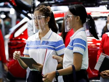 泰国举行疫情趋缓后首场国际车展 模特防护成亮点