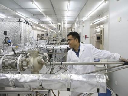 中国自然科学领域论文数量首次超越美国 跃居全球第一