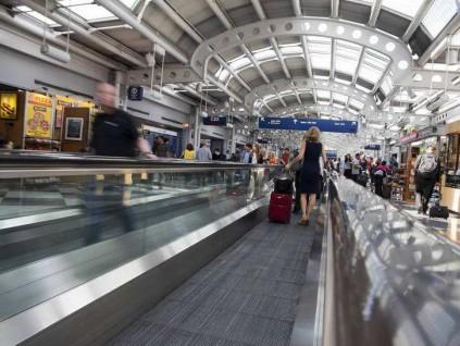 中国研究员返国前在芝加哥机场遭到美国警方逮捕