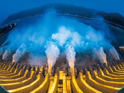 科技神算 三峡大坝挺过「三分钟可灌满西湖」的洪峰