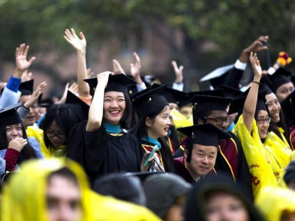 报告称中国在外留学生回国求职规模翻倍