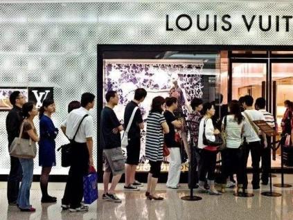 中国奢侈品消费金额今年有望大增30%