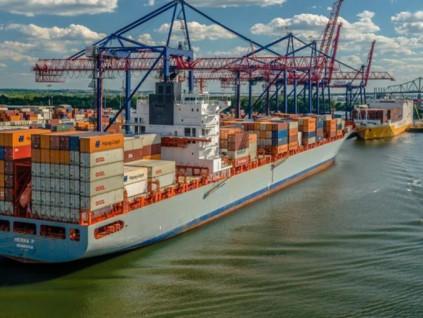 马士基加速脱碳 全球首艘碳中和货轮2023年下水