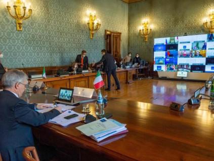 二十国集团财长和央行行长强调保持扩张性政策
