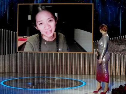 凭电影《无依之地》 中国导演赵婷夺下美金球奖最佳导演