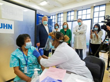 世界卫生组织:全球无法在今年内摆脱新冠疫情