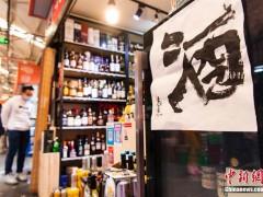 有够狂 中国水墨艺术家菜市场内举办书法展