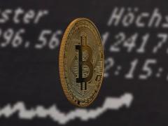 比特币今天一度暴跌15% 目前跌幅已收窄一半