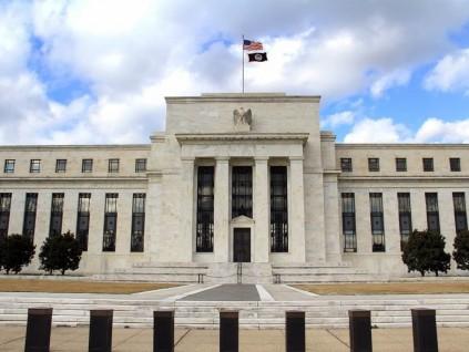 美联准会维持近零利率 暗示可能最快明年升息