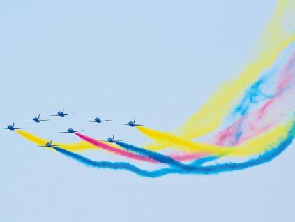 珠海航展开幕 中国心歼-20首亮相 带动高科技产业链