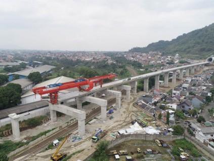 印尼政府将动用国家资金投入雅万铁路建设项目