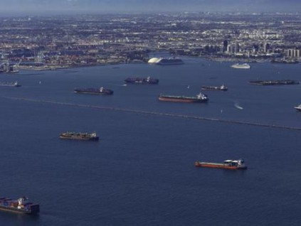 美国港口史上罕见大拥堵 供应链严重依赖中国