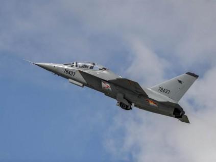 枭龙战机意外未参与马亚西亚战机招标 换L15猎鹰上场实力坚强