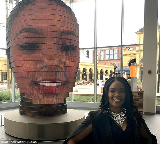 葡京娱乐网址是多少:终极自拍:美国展览为参观者制作高达4米的3D头像